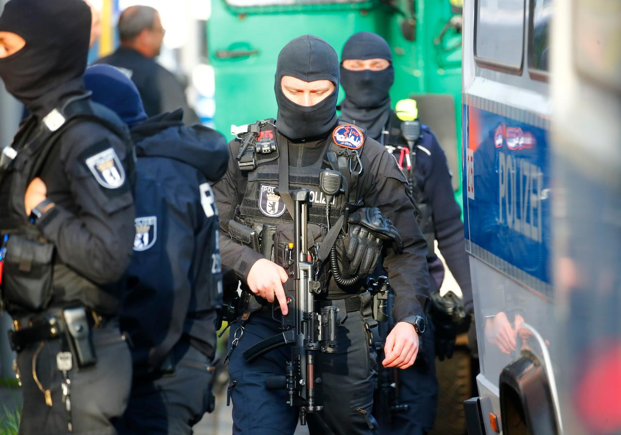 "Germany's far-right  ـ Planning ""terrorist attacks"" on politicians"