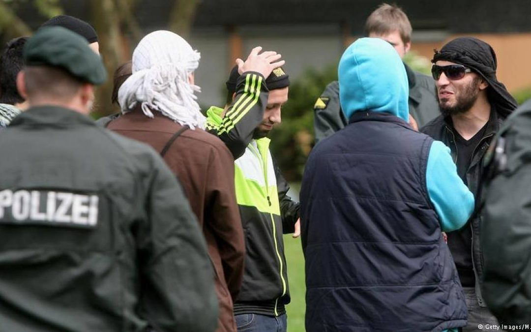 """More than 120 Islamists in Germany pose a """"high risk"""