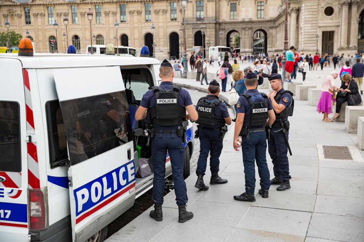 France ـ Counterterrorism bill that boosts surveillance of extremist websites